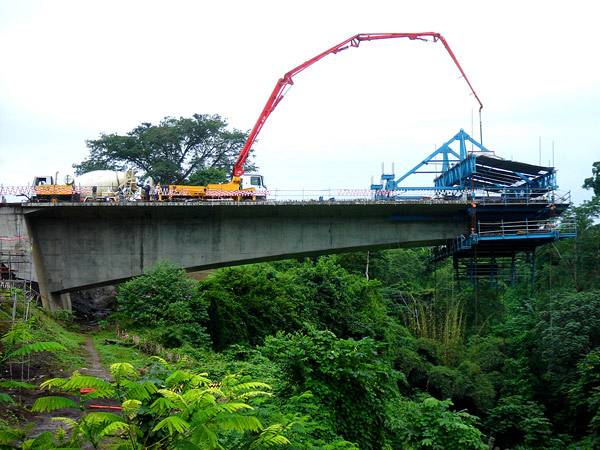 bridges over the rio timbabe prestressed concrete bridge erected by cantilever method